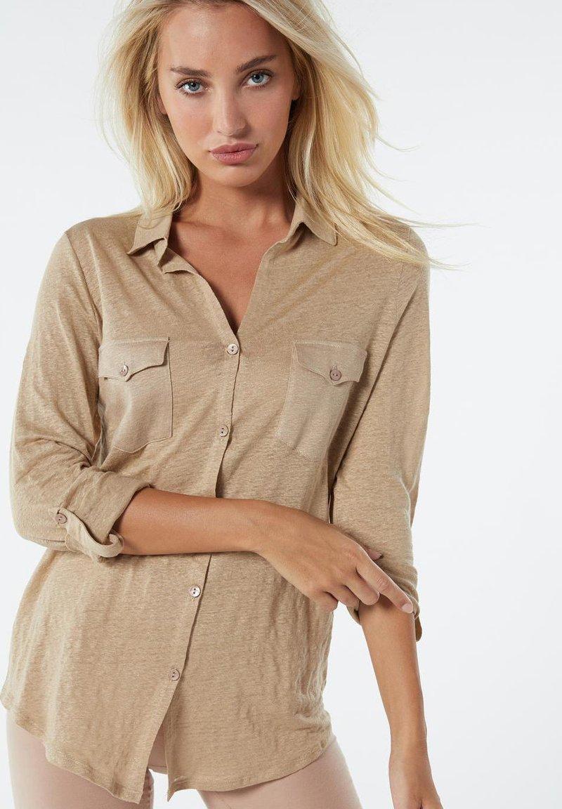 Intimissimi - LEINENSHIRT MIT 3/4-ARM MIT RIEGELN - Button-down blouse - hautfarben - 375i - natural beige