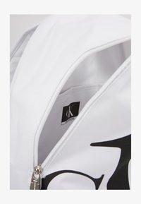 Calvin Klein Jeans - ROUNDED - Batoh - white - 3