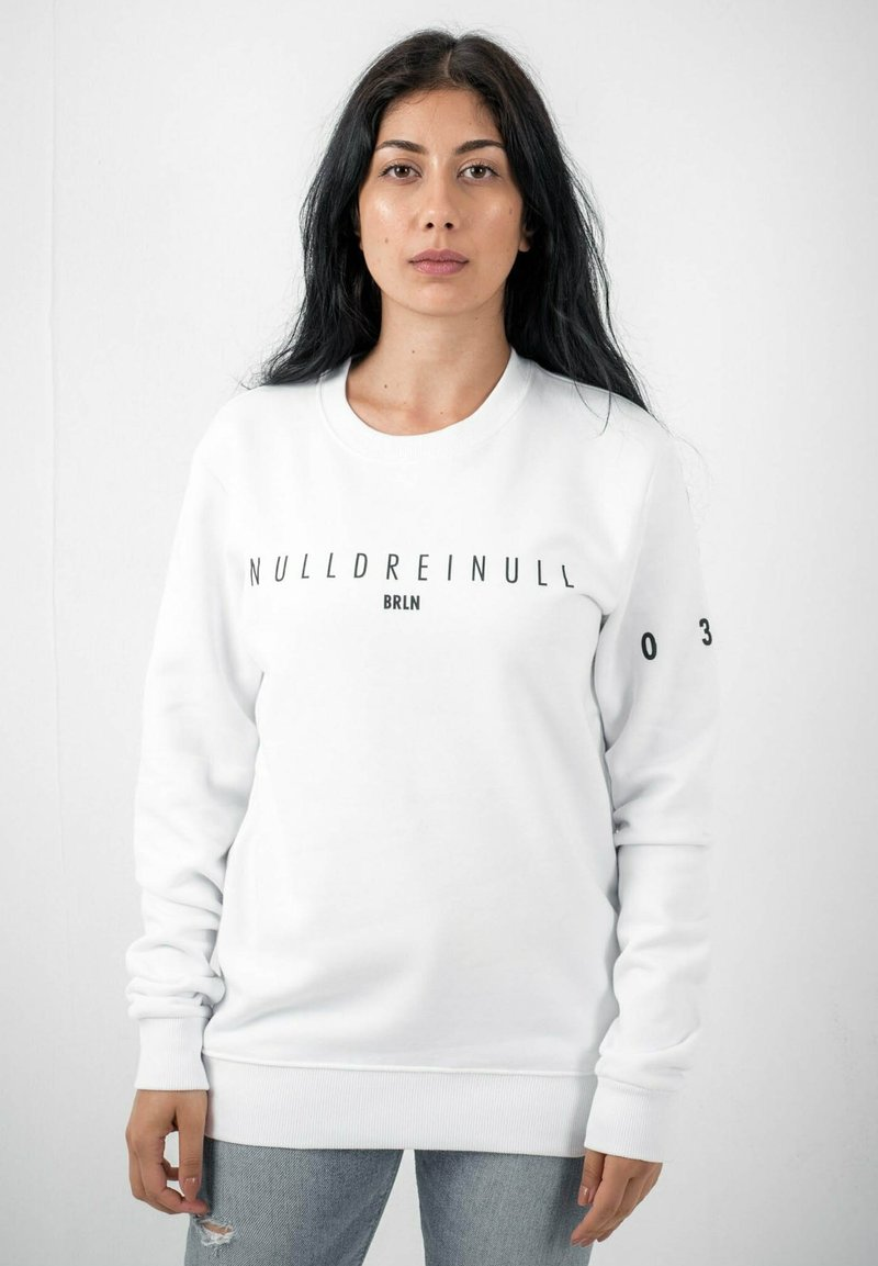 PLUSVIERNEUN - BERLIN - Sweatshirt - white