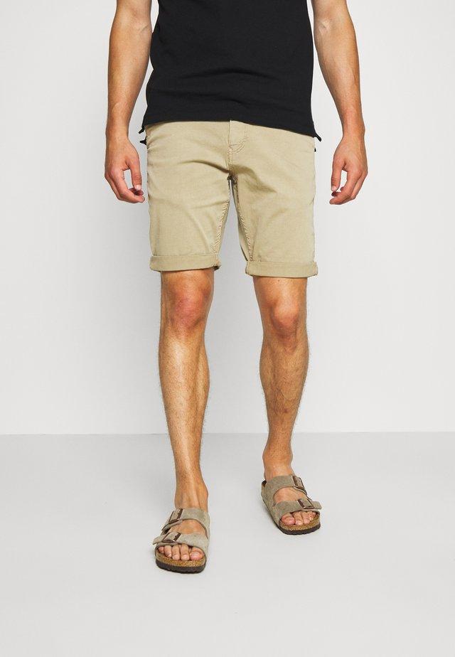 BERMUDA - Shorts - coriander