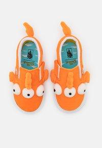 Vans - THE SIMPSONS FISH UNISEX - Mocasines - orange - 3