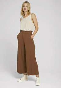 TOM TAILOR DENIM - PAPERBAG CULOTTE WITH POCKETS - Trousers - amber brown - 1