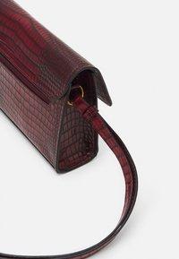 Tamaris - BEATE - Across body bag - wine - 0