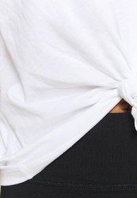 DKNY - EXPLODED LOGO BOXY TEE - Print T-shirt - white - 4