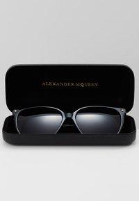 Alexander McQueen - Solbriller - black - 2