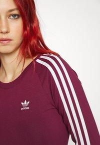 adidas Originals - STRIPES DRESS - Vestito di maglina - victory crimson - 6