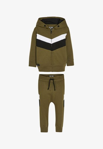 SET - Zip-up hoodie - green