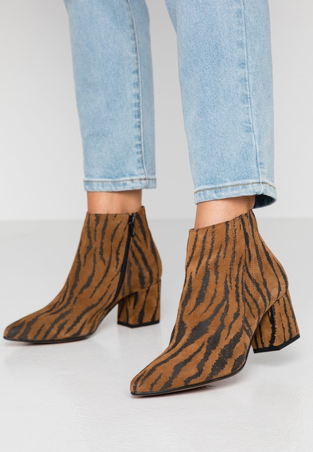 BIACALAIS TILT BOOT - Ankle boot - tiger