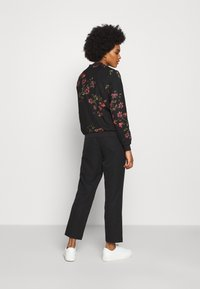 Vero Moda - VMGALLIE  - Bomber Jacket - black/gallie - 2