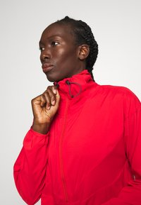 Peak Performance - HIT HALF ZIP - Windbreaker - vibrant red - 3