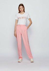 BOSS - Print T-shirt - white - 1