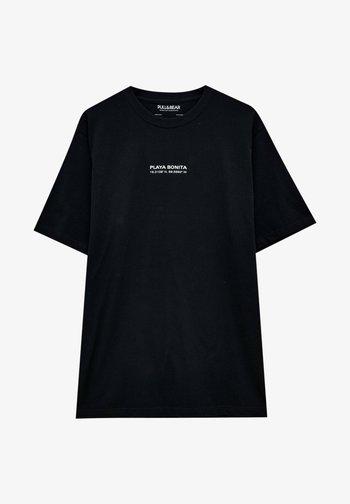 MIT SLOGAN UND STRANDMOTIV - Print T-shirt - mottled black