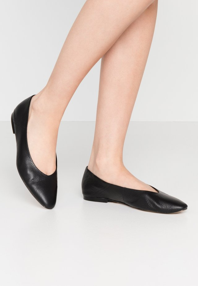 FENNEL - Bailarinas - black