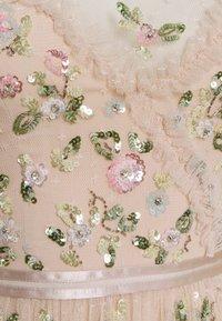 Needle & Thread - SHIMMER DITSY LONG SLEEVE GOWN - Společenské šaty - pearl rose - 2