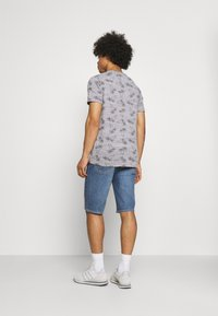 Levi's® - 405 STANDARD  - Denim shorts - punch line real calling short - 2