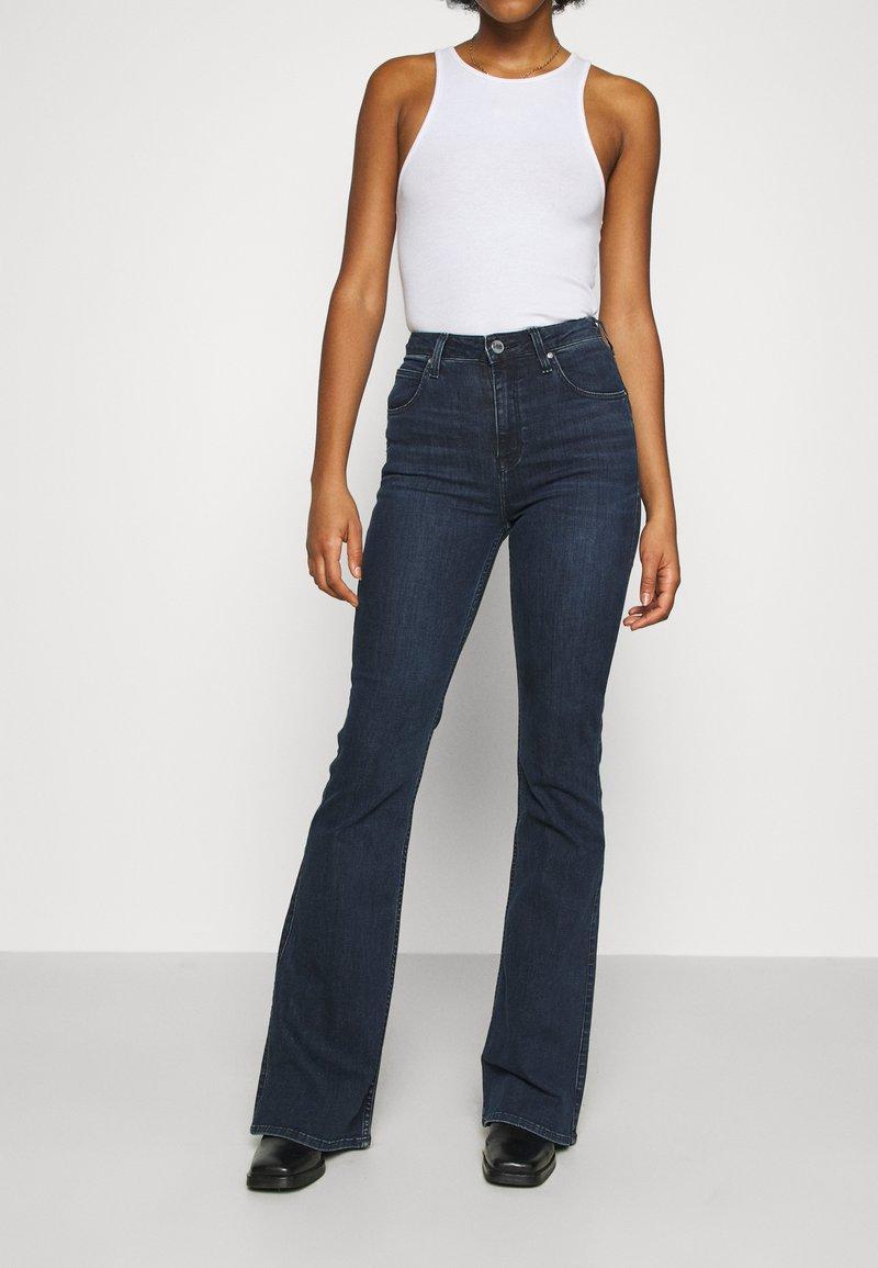 Lee - SUPER HIGH FLARE OPTIX - Jeans a zampa - clean aurora