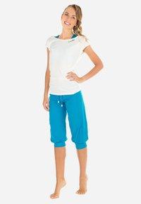 Winshape - MCT003 ULTRA LIGHT - Camiseta básica - vanilla - 2