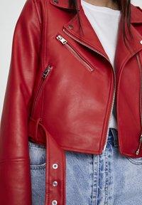 PULL&BEAR - Veste en similicuir - metallic red - 5