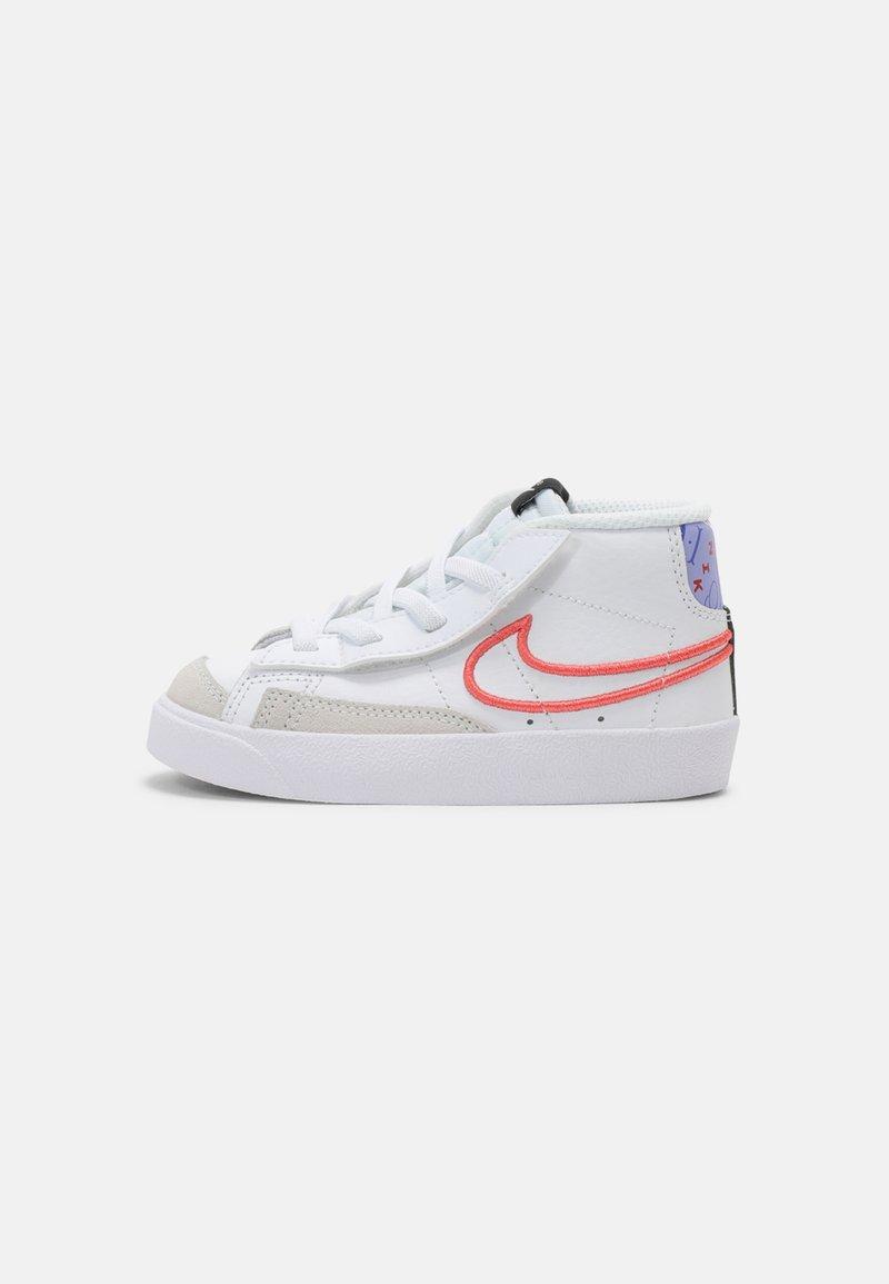 Nike Sportswear - BLAZER MID '77 UNISEX - Zapatillas - white/magic ember/purple pulse/pink