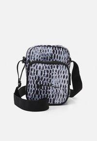 Karl Kani - SIGNATURE SNAKE MESSENGER BAG UNISEX - Across body bag - black - 0