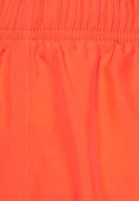 Nike Performance - TEMPO SHORT HI-CUT - Pantalón corto de deporte - bright crimson/reflective silver - 2