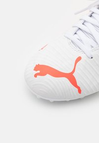 Puma - FUTURE Z 4.1 MG JR UNISEX - Moulded stud football boots - white/red blast - 5