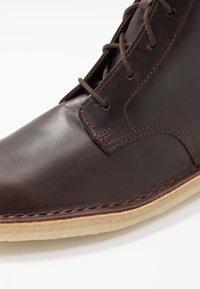 Clarks Originals - DESERT MALI - Lace-up ankle boots - chestnut - 5