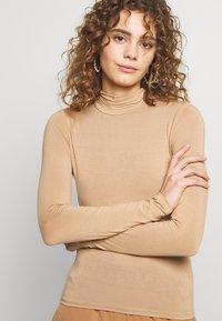 Gina Tricot - DORSIA - Topper langermet - camel beige - 4