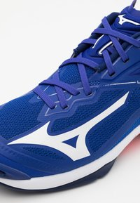 Mizuno - WAVE LIGHTNING Z6 - Volleyball shoes - reflex blue/white/diva pink - 5