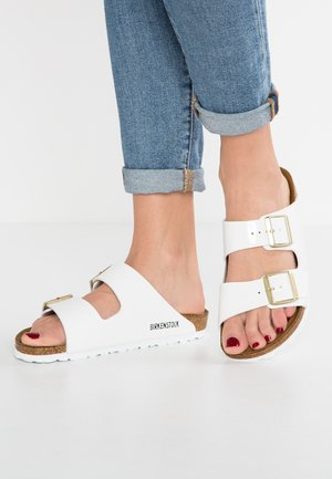ARIZONA - Sandalias planas - white