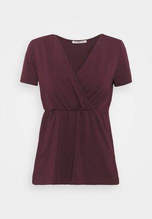 Camiseta básica - dark red
