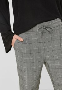 Vero Moda - CHEQUERED - Trousers - grey - 3
