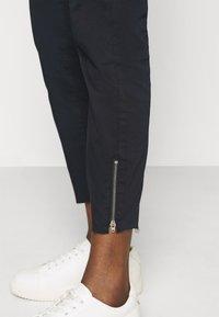 Mos Mosh - SUMNER DAZE PANT - Pantalones - navy - 4