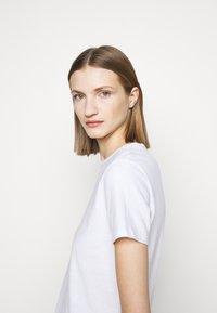 CLOSED - Basic T-shirt - ivory - 4