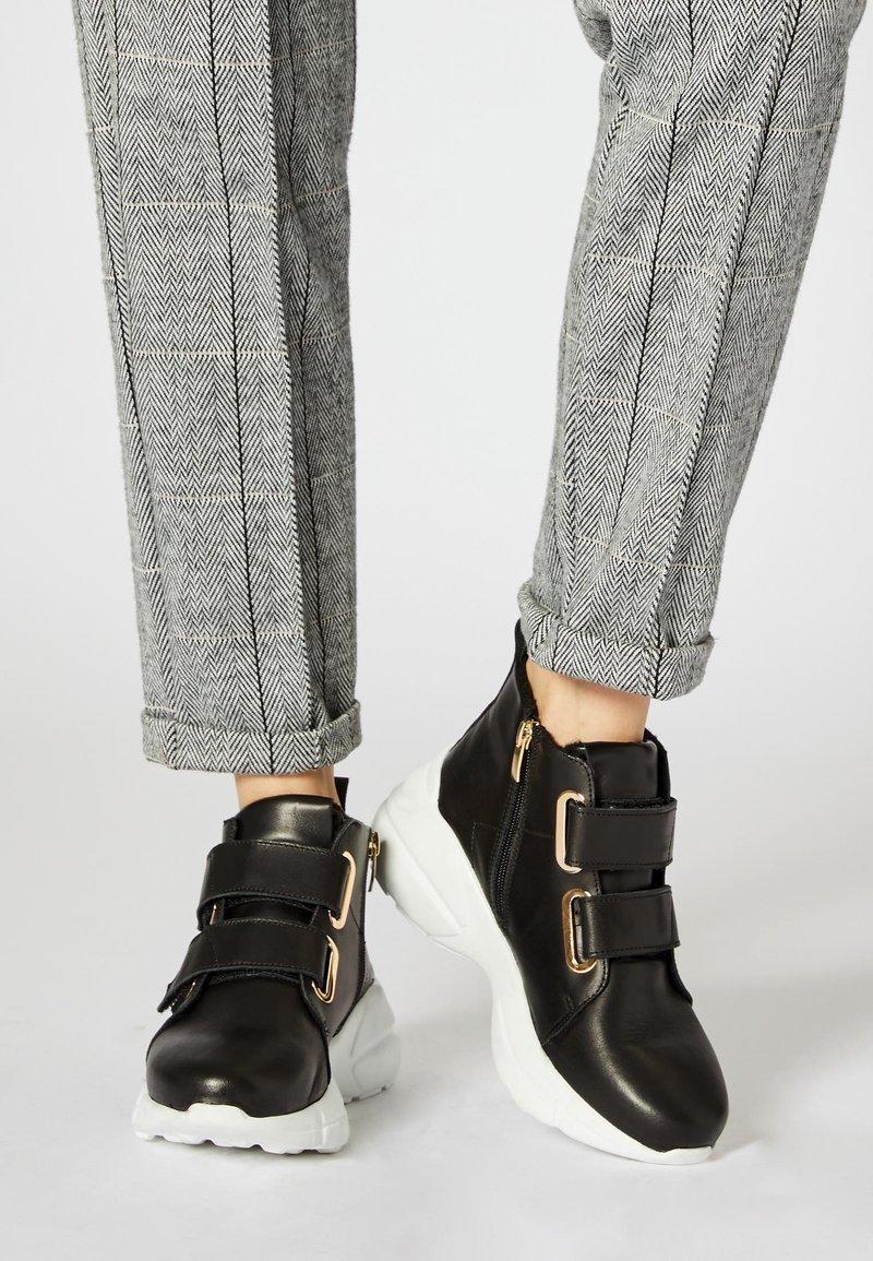 RISA - Sneakersy wysokie - black