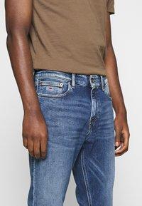 Tommy Jeans - RYAN STRAIGHT - Straight leg -farkut - barton mid blue comfort - 5