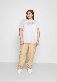 Tommy Hilfiger Curve - TEE REGULAR WOMEN UNITE - Print T-shirt - optic white - 1