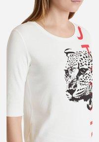Marc Cain - Print T-shirt - offwhite - 2