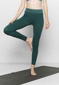South Beach - LEOPARD SEAMLESS - Leggings - green - 0