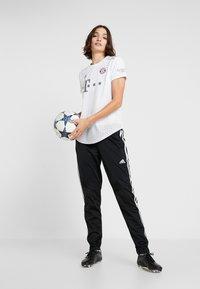 adidas Performance - FC BAYERN MÜNCHEN - Klubové oblečení - white - 1