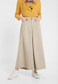 Desigual - PANT_PEACE - Spodnie materiałowe - brown - 4