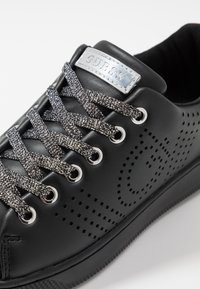 Guess - Trainers - black - 2