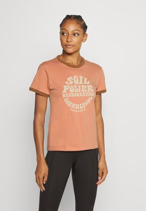 ROAD TO REGENERATIVE RINGER TEE - Print T-shirt - mellow melon