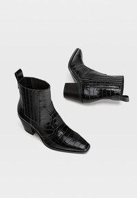 Stradivarius - Cowboy- / bikerstøvlette - black - 3