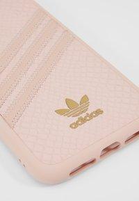 adidas Originals - MOULDED CASE SNAKE - Etui na telefon - pink - 2