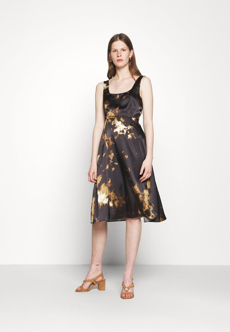 Alexa Chung - SLEEVELESS DAY DRESS - Vapaa-ajan mekko - black/ brown
