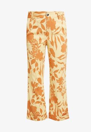 BELLA STENCIL PANT - Trousers - jojoba