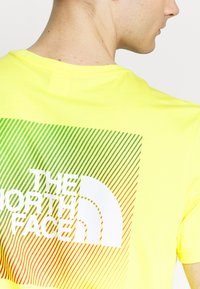 The North Face - Print T-shirt - lemon/white - 5