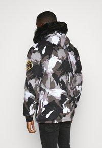 Alessandro Zavetti - OSHAWA PADDED PARKA - Winter coat - camo - 2