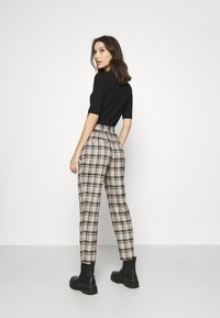 YAS - YASSTORY CROPPED PANT - Kalhoty - sycamore - 2
